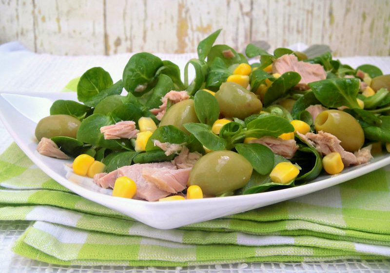 insalata con tonno olive e mais