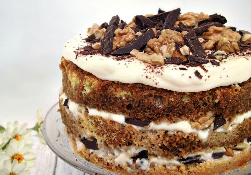 torta farcita con pan di spagna rum e noci