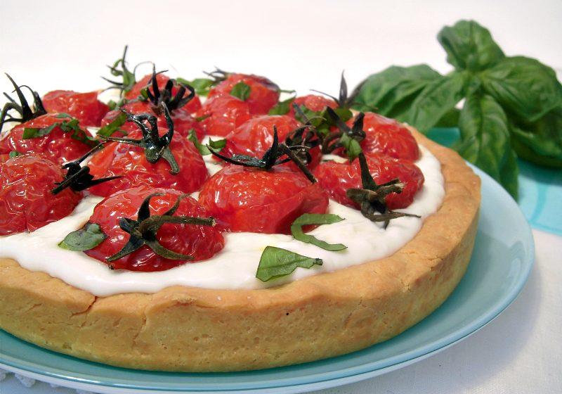 Crostata salata con pomodorini