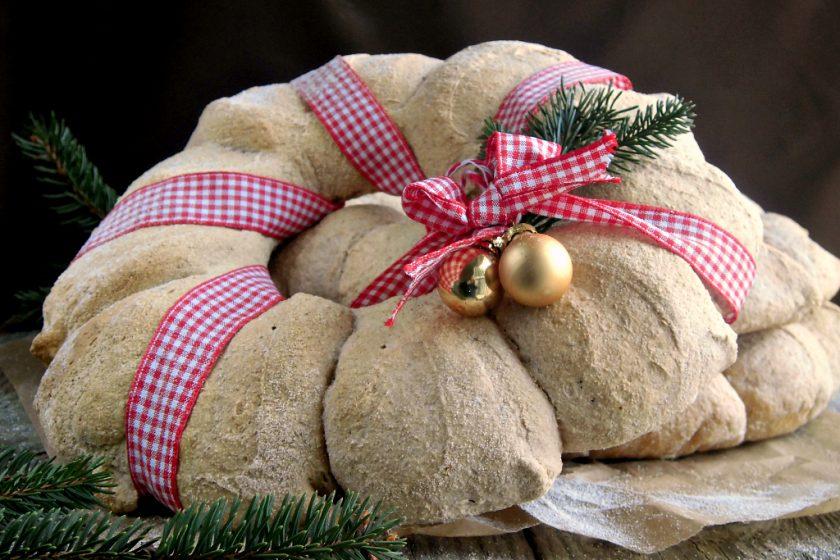 Corona di pane per Natale