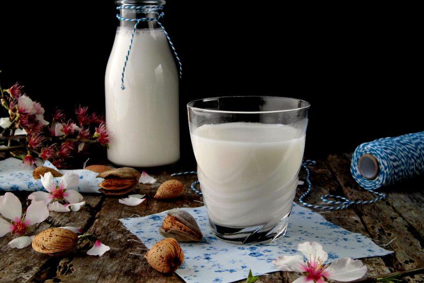 Come fare il latte di mandorle