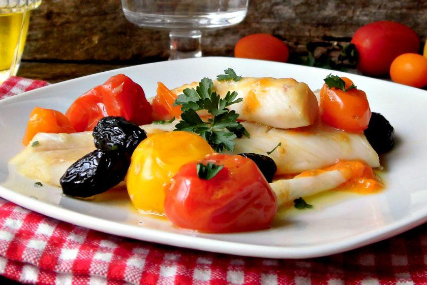 Merluzzo con pomodorini e olive