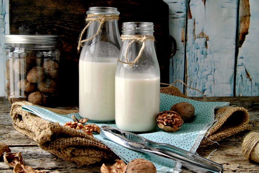 Preparare in casa il latte di noci