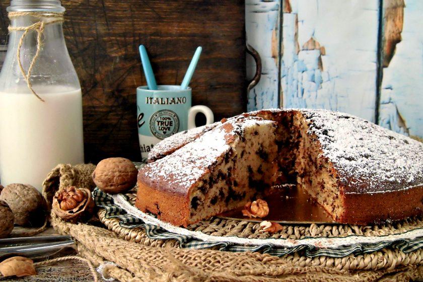 Torta con okara di noci e gocce di cioccolato