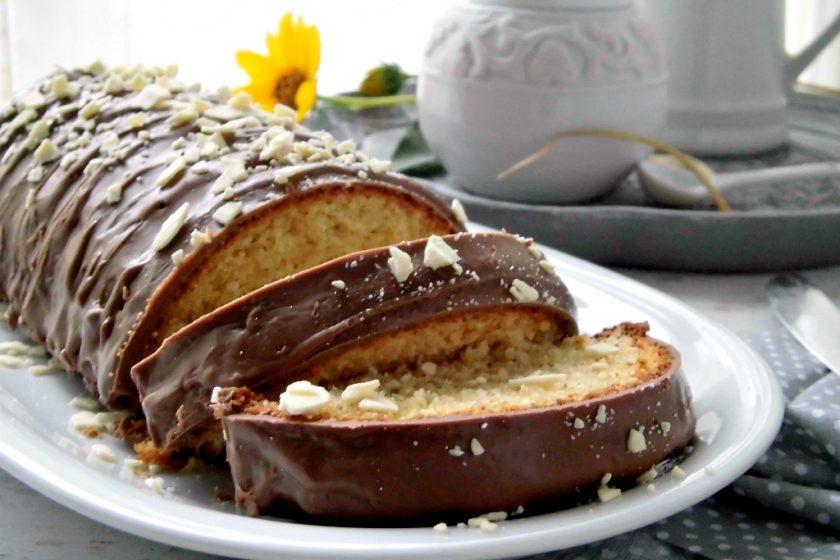 Plumcake al cocco con glassa al cioccolato