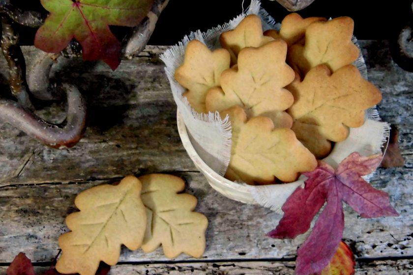 biscotti autunnali con pastafrolla di farro.jpg