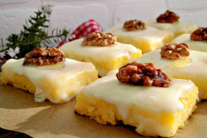 Crostini di polenta con taleggio e noci.jpg
