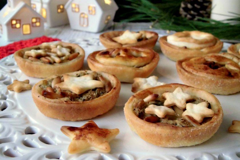 Tartellette ai carciofi e pinoli per il pranzo di Natale.jpg