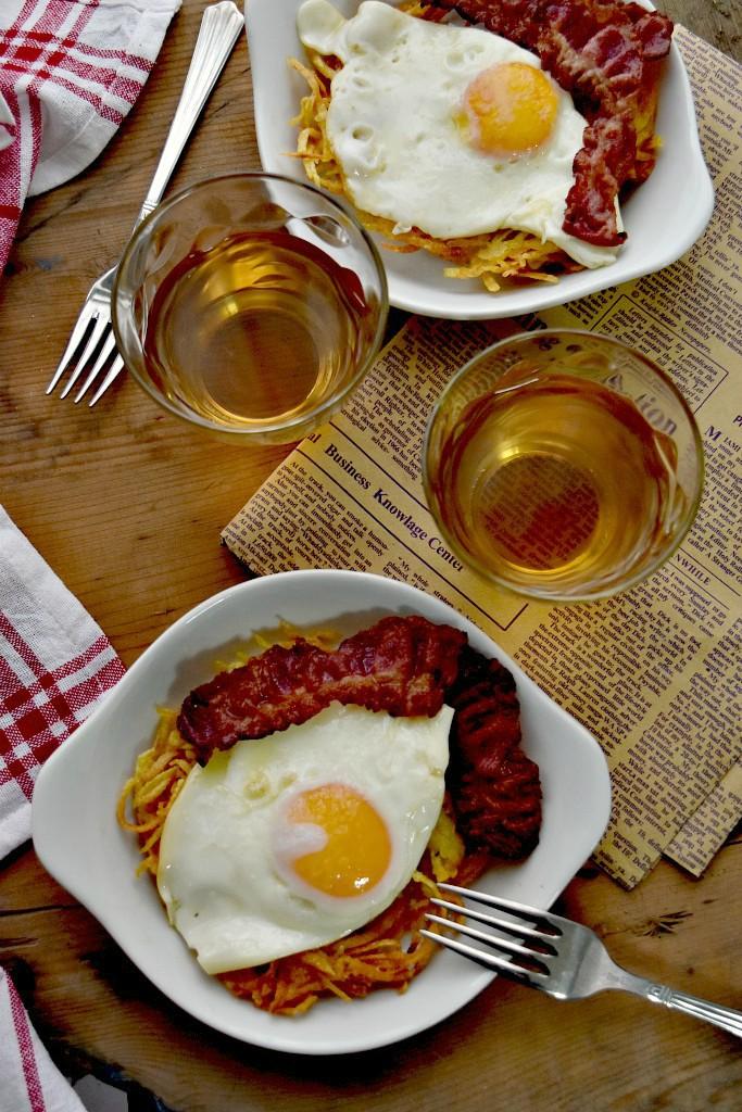 Uova fritte, rosti e pancetta