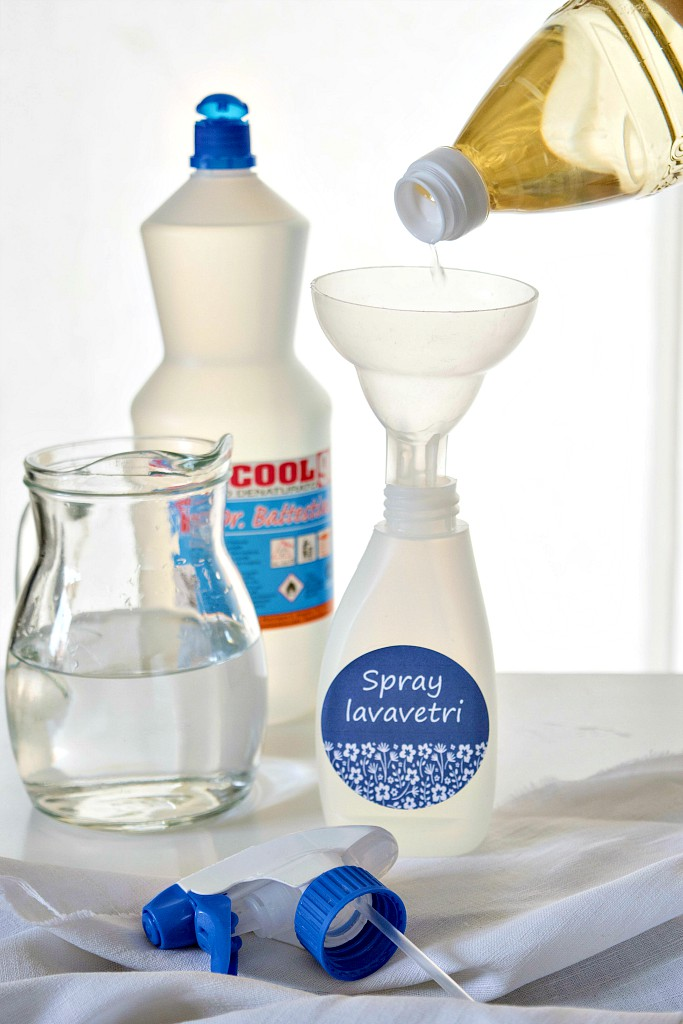 Detergente per vetri e specchi fatto in casa