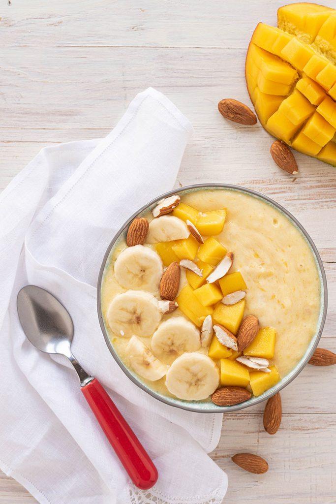 smoothie bowl con banana e mango